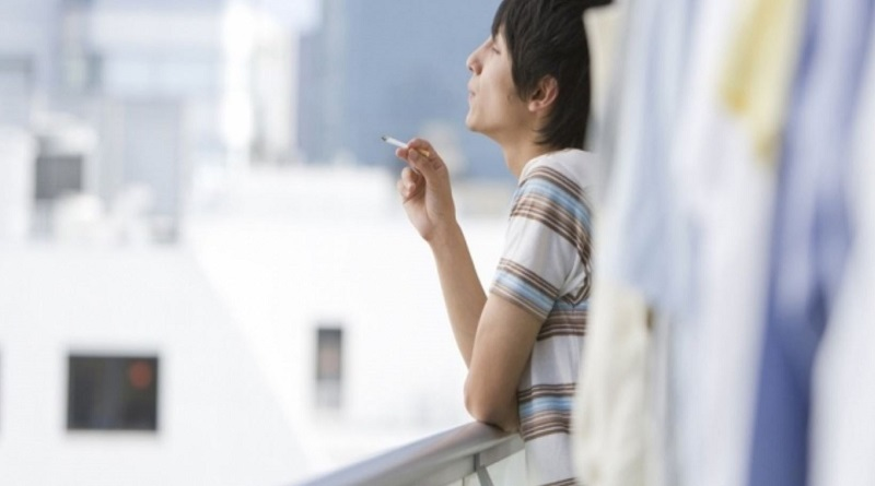 Кияни пропонують заборонити паління цигарок на балконах