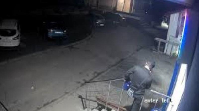 Неизвестные напали на двоих хасидов-подростков - один получил ножевое ранение. Видео