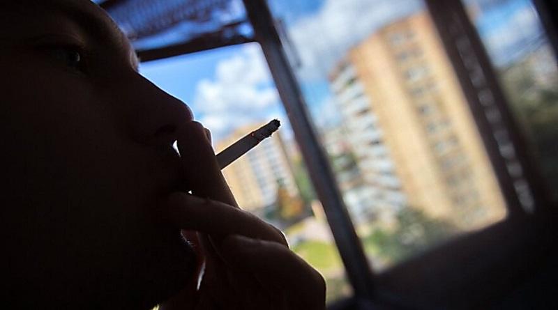 В Литве на законодательном уровне запретили курить на балконах домов