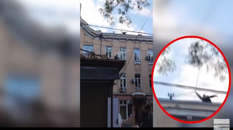 В Одессе молодой художник прыгнул с крыши на глазах у двух десятков свидетелей