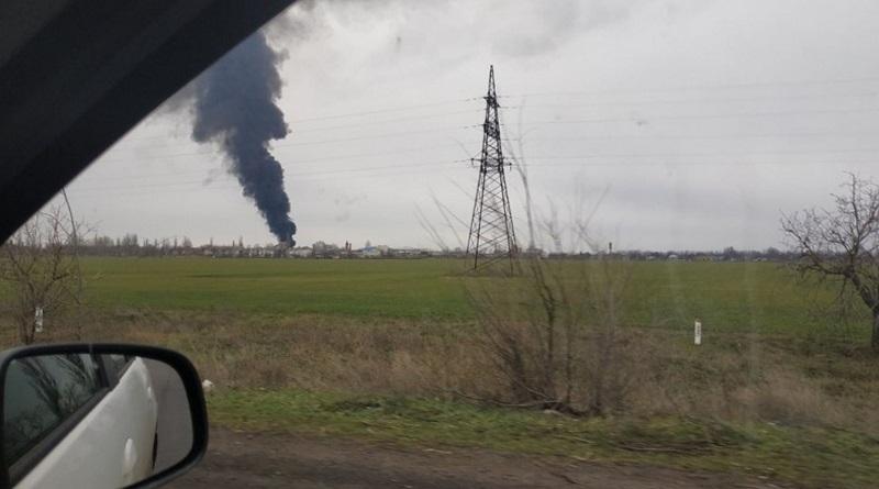 Под Николаевом масштабный пожар на нефтебазе: очевидцы утверждают, что слышали взрыв