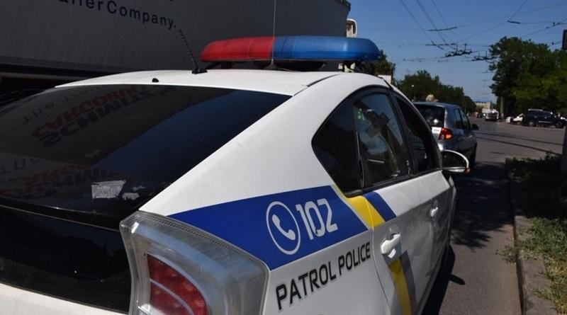 Во Львовской области пьяный водитель разбил лопатой полицейское авто. Видео