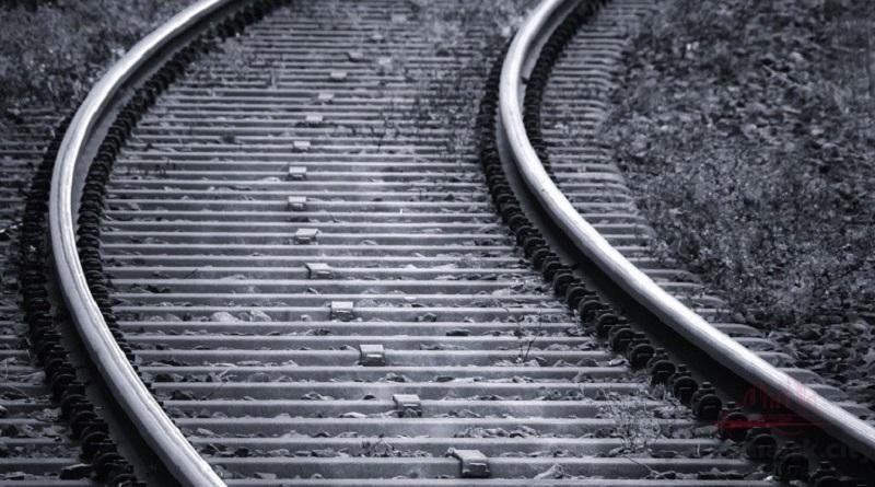 В Первомайске подростки бросили шину под поезд — едва не произошла авария