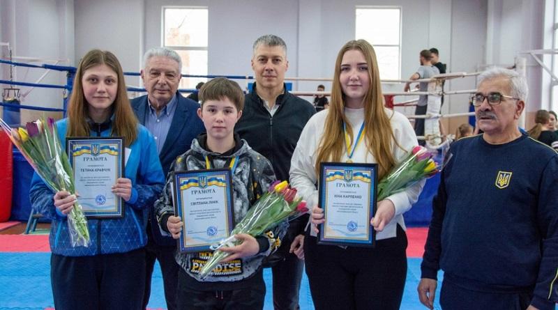 Трое николаевских боксерш привезли медали с чемпионата Украины – их поздравил президент городской Федерации Ильюк