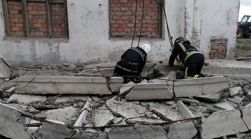 В Николаевской области бетонная плита упала на рабочих – погиб 17-летний парень.