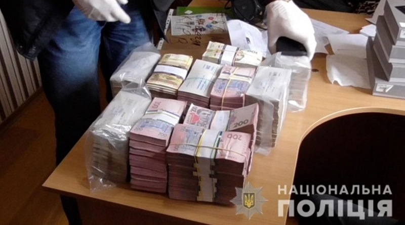 В Украине мошенники через финансовую пирамиду обманули 55 тысяч человек