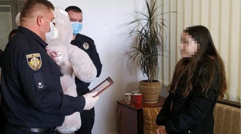 Во Львове 11-летняя девочка догнала грабителя, который отобрал у нее телефон. ВИДЕО