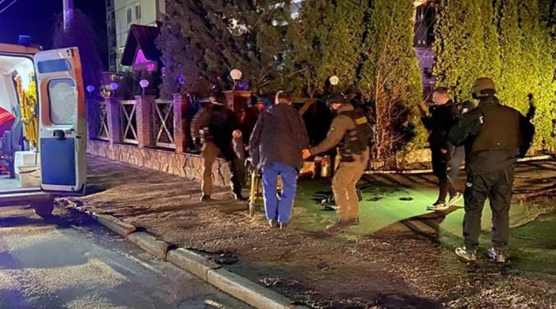В Житомире пьяный водитель протаранил авто, пригрозил копам гранатой и сам подорвался на ней. Видео.