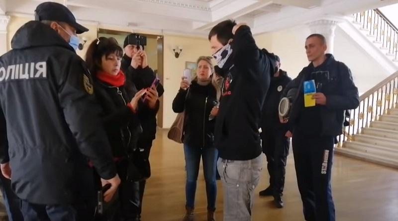 Надежа versus Сенкевич. Сенкевич не вышел, Надёжа одел маску!