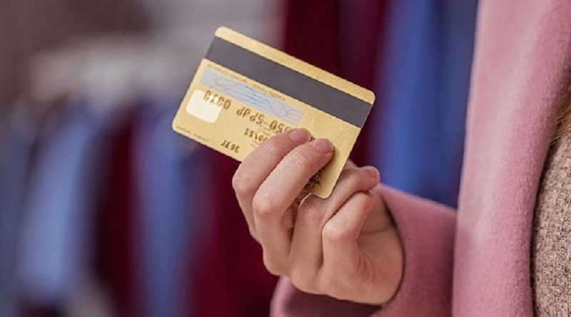 В Украине банки начали автоматически снимать деньги с карт за долги по ЖКХ и штрафы