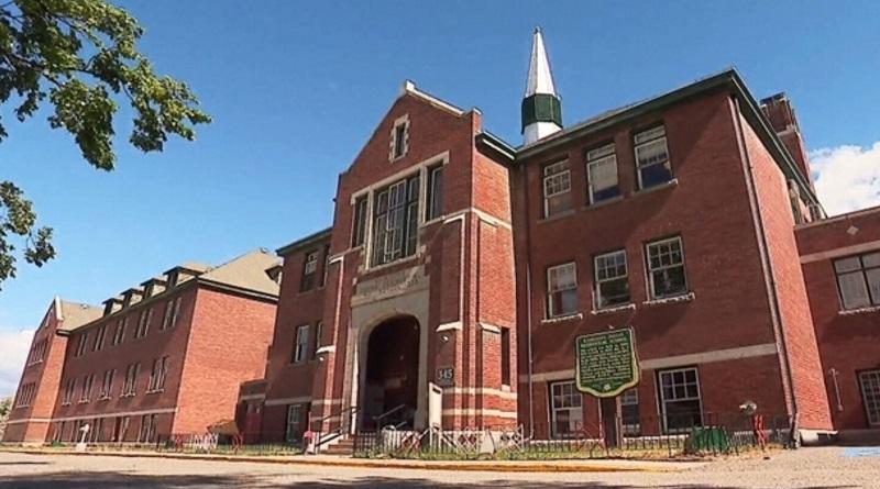 В Канаде на территории бывшей школы нашли останки 215 детей