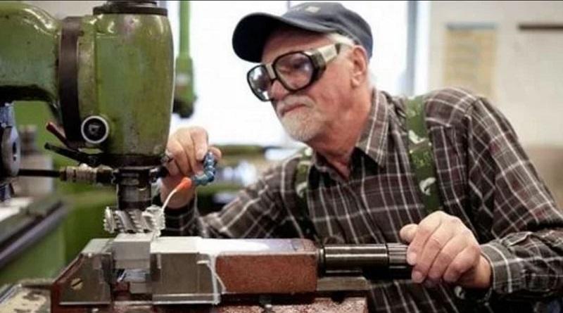 Работающим пенсионерам обещают хорошую доплату: когда ждать денег
