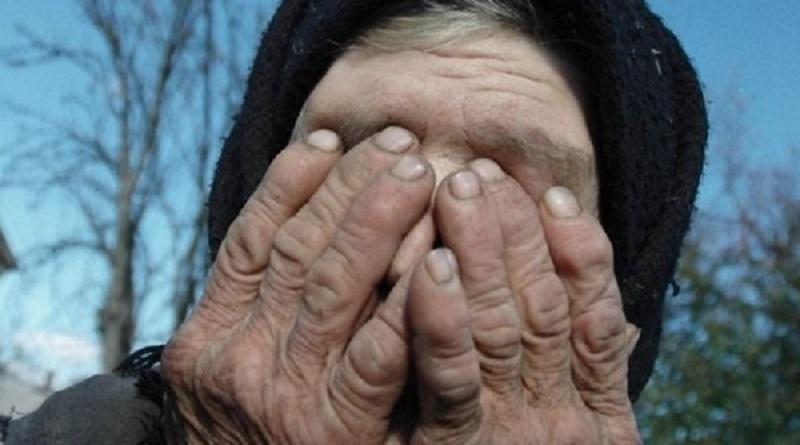 Два жителя Николаевской области ограбили старушку: забрали деньги, украшения и боевые награды