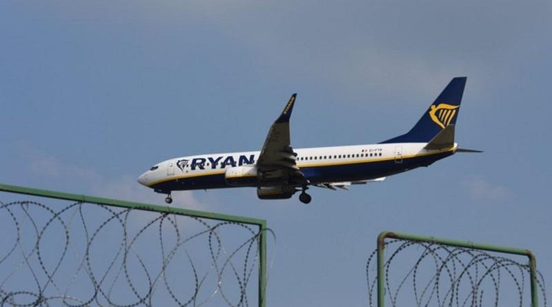 Президент поручил подготовить решение о прекращении авиасообщения между Украиной и Беларусью