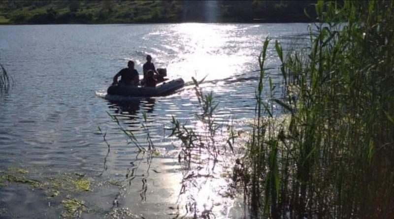 Вблизи промышленной зоны Ташлыкской гидроаккумулирующей электростанции, спасатели эвакуировали с полуострова и доставили на берег мужчину, которому стало плохо.
