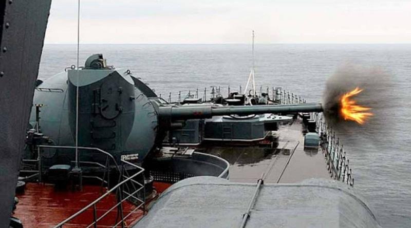 У берегов Крыма произошел военный инцидент между пограничниками РФ и британским эсминцем