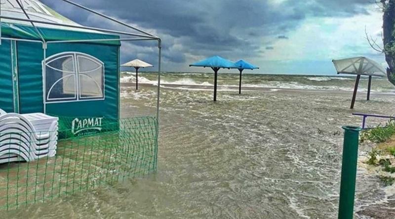Пляжи на курортах Запорожской области ушли под воду. ФОТО