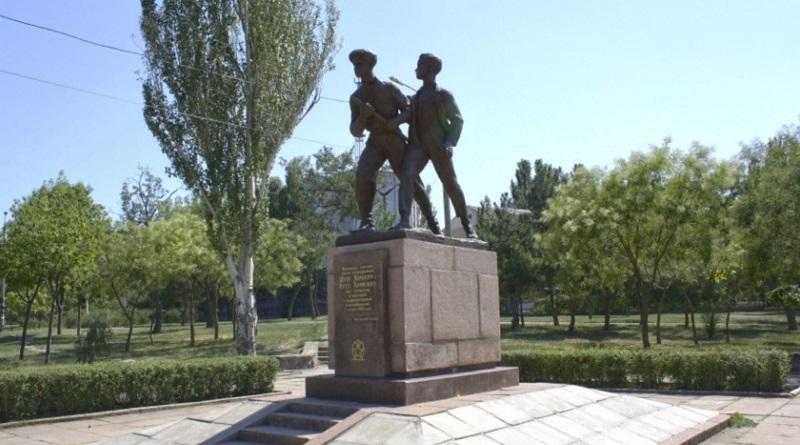 Ради гигантского флага в Николаеве снесут десятки деревьев и кустов