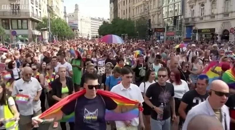 В Венгрии прошла акция протеста против закона, запрещающего гей-пропаганду среди несовершеннолетних