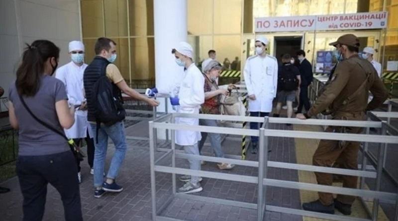 Вакцину Pfizer сделают доступной всем украинцам
