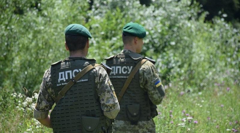 На границе с РФ неизвестные напали на украинских пограничников: избили и забрали оружие