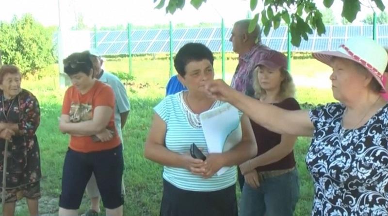 Жители Первомайска требуют восстановить дорогу, разбитую фурами