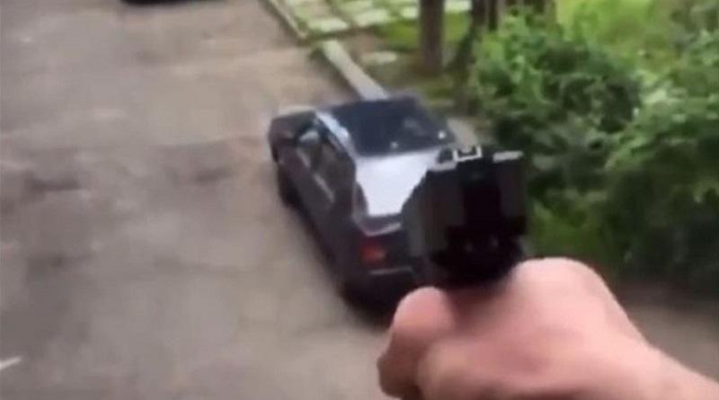 В Киеве мужчина стрелял из окна по прохожим: заявил, что служит Путину