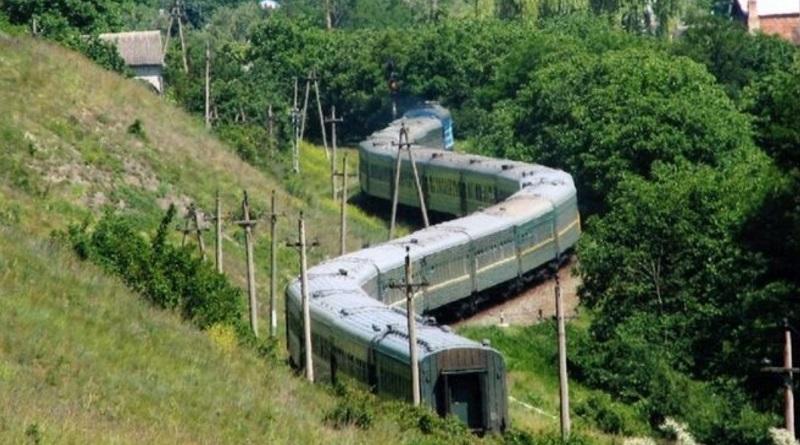 «Укрзализныця» назначила дополнительные поезда к морю и в горы