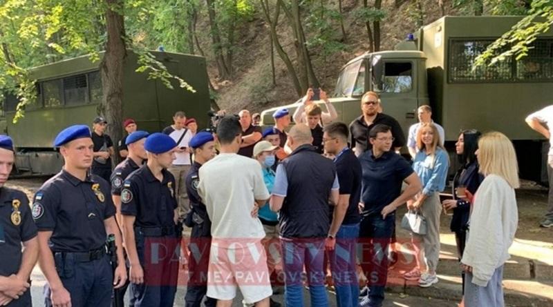 К месту проведения Крымской платформы не пускают протестующих журналистов (видео)
