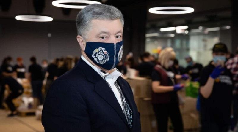 Петра Порошенко в центре Киева облили зеленкой - видео