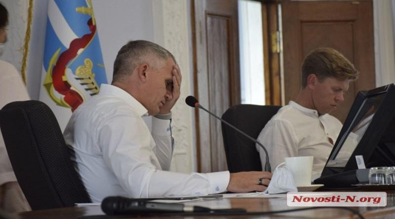 Сенкевич не хочет «даже говорить» об отставке, если хищения при реконструкции Серой площади докажут