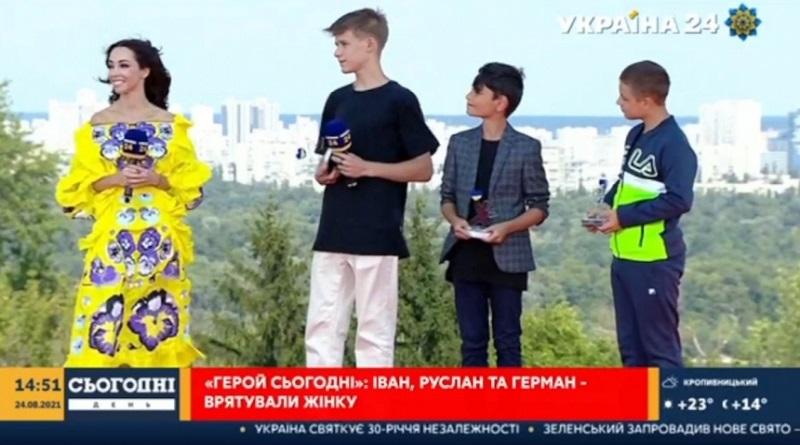 Николаевских школьников, спасших женщину на воде, наградили премиями