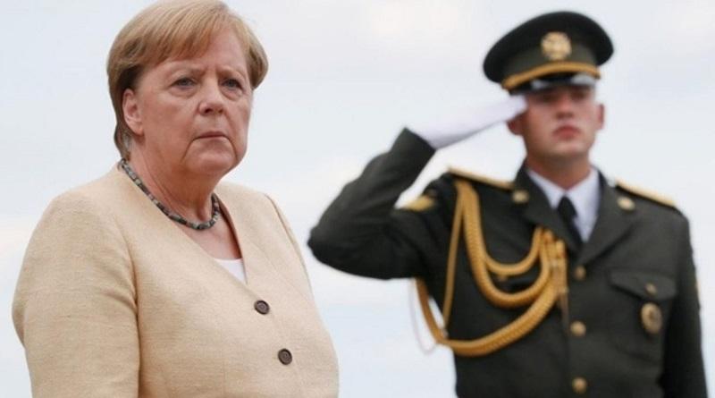 Меркель в Киеве возложила цветы к Могиле Неизвестного Солдата