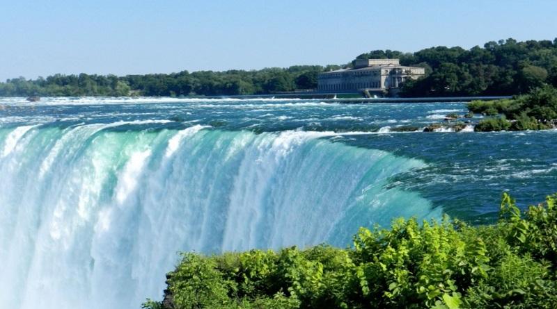 В честь Дня Независимости Украины Ниагарский водопад станет желто-голубым