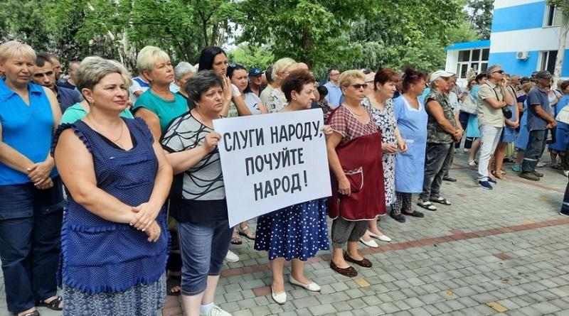 В Николаеве работники авиаремонтного завода вышли на митинг: защищают своего директора