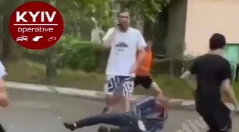 В Киеве подростки избили и «задули» газом пожилого мужчину (видео 18+)