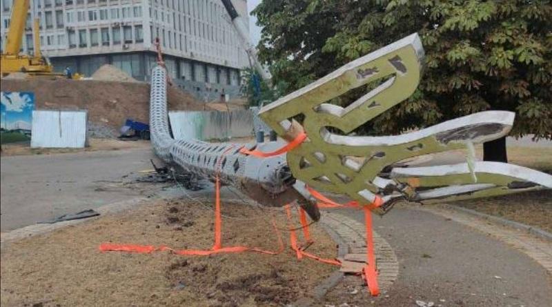 В Херсоне рухнул гигантский флагшток, который устанавливали к 30-летию независимости Украины