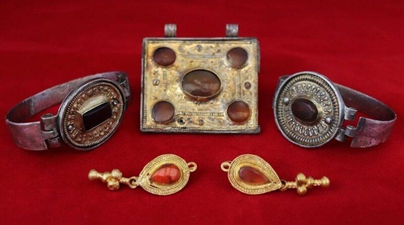 В Крыму нашли коллекцию украшений ІІІ века