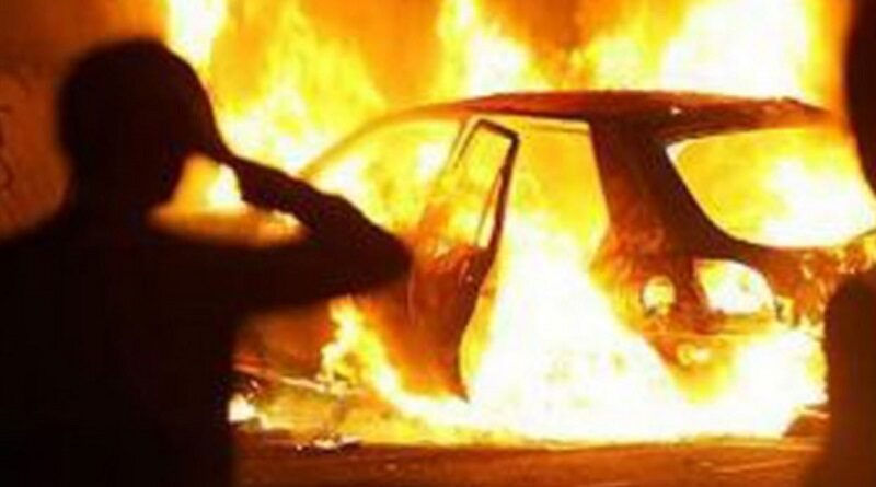 В Николаевской области трое преступников угнали 2 автомобиля и подожгли их
