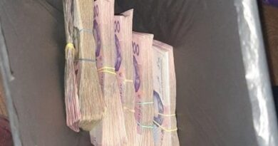 Бездомная вернула пакет с деньгами, найденный у мусорного бака