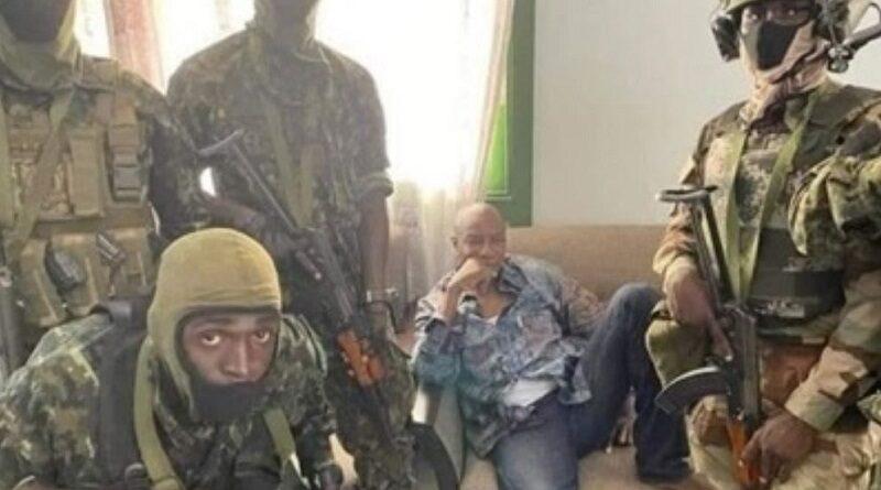 В Гвинее мятежники захватили президента (видео)