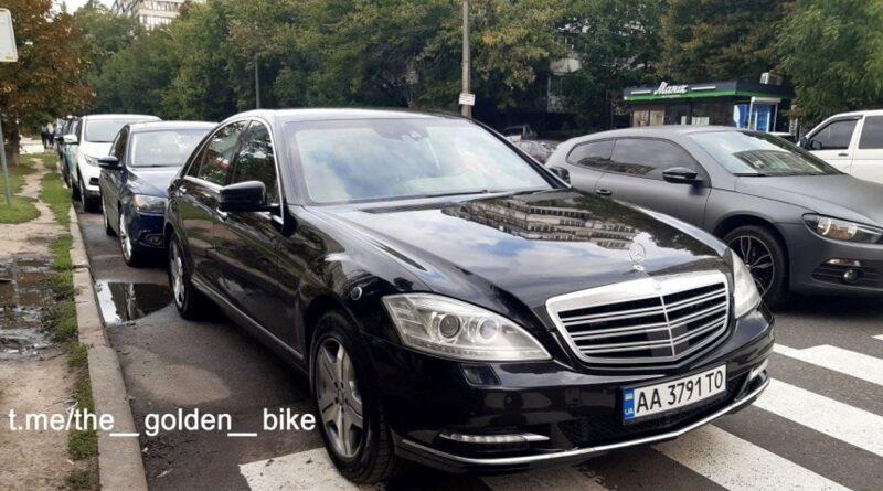Министр МВД приехал к школьникам на «урок безопасности» и оставил свое авто на пешеходном переходе