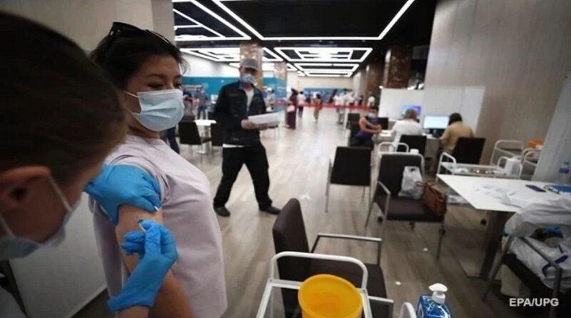Во Франции несколько тысяч непривитых от COVID-19 медиков лишились работы