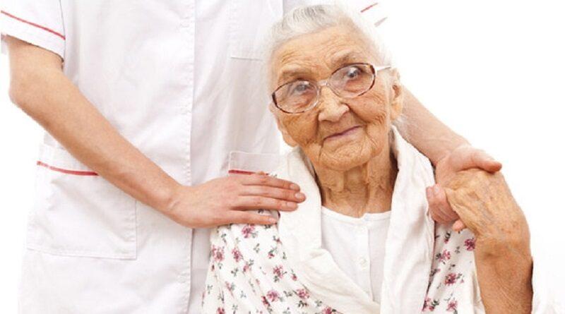 Украинцев хотят обязать содержать пожилых родителей