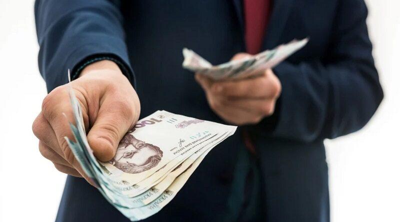 Шмыгаль пообещал украинцам устойчивый рост среднемесячной зарплаты