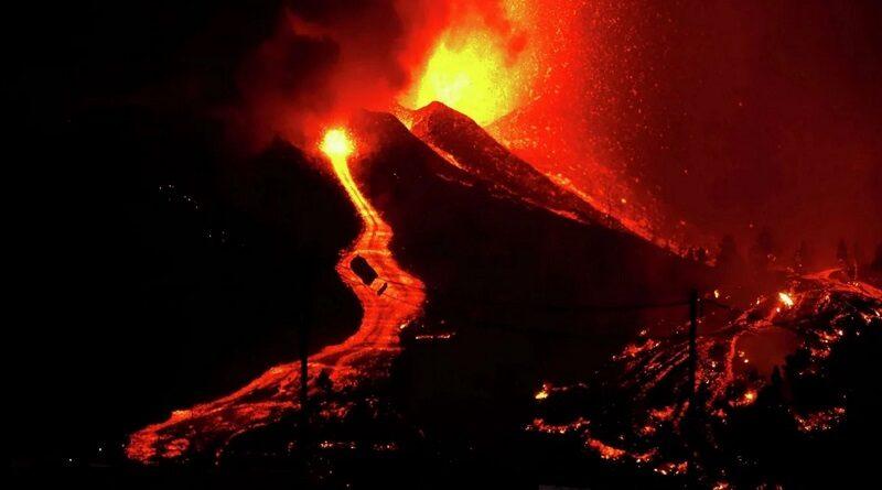 Канарские острова в огне: Испания массово эвакуирует людей. Видео.
