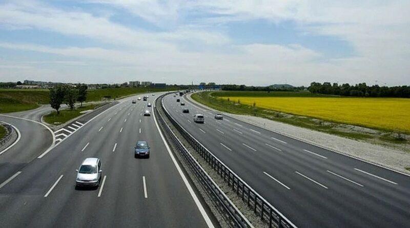 Водителей предупредили об огромных штрафах за попытку проехать по платной дороге бесплатно