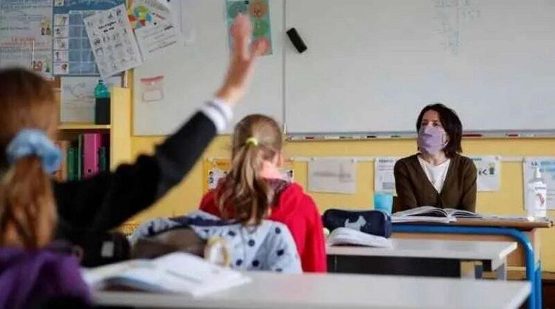 День учителя: педагоги говорят о катастрофе в образовании