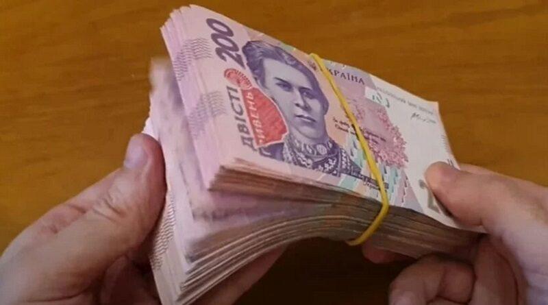 В Украине банкоматы выдают фальшивые гривны: как отличить подделку