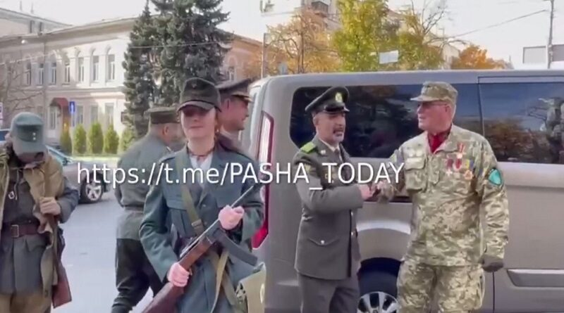 В Киеве участник марша националистов оскорбил евреев. Видео